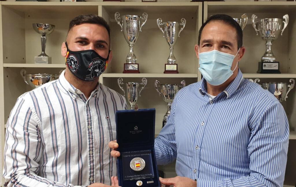La Medalla del COE para Enrique Hecher Sosa de Rada